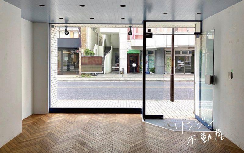 ヘリンボーン床が迎える路面店|国立