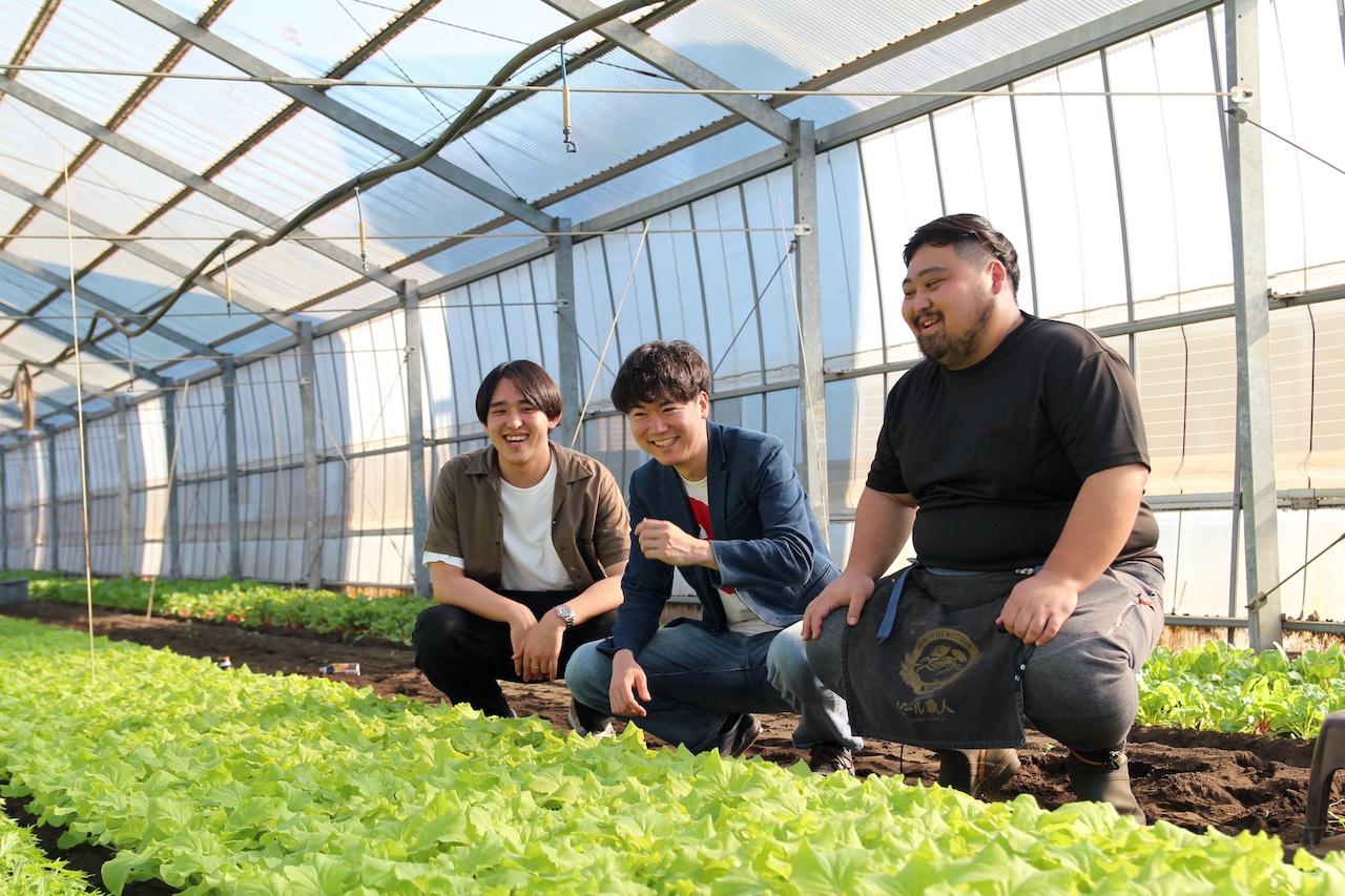 超新鮮野菜を届ける若き三人組